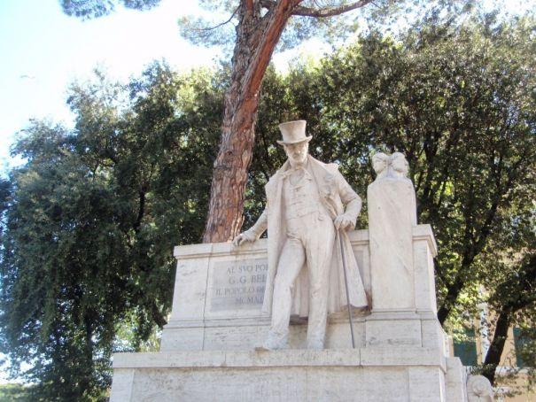 Belli statue on Viale Trastevere.
