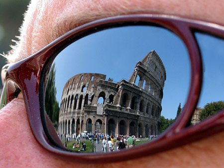 Colosseum foundations at risk