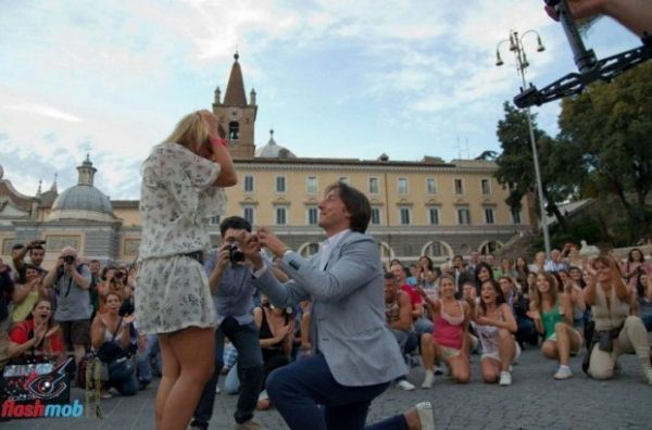 Rome's first flash mob proposal