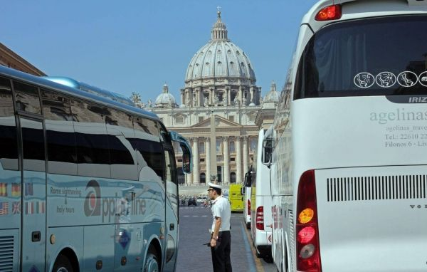 Tourist buses moved away from Vatican