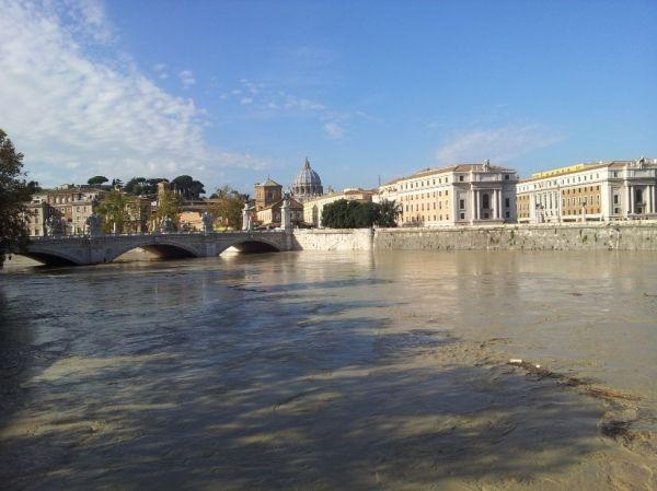Tiber rises to dangerous level in Rome