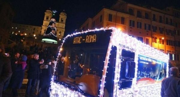 Rome bus lights up for Christmas
