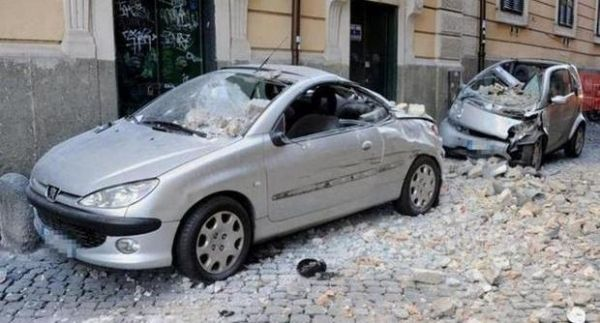 Plaster collapses on central Rome street