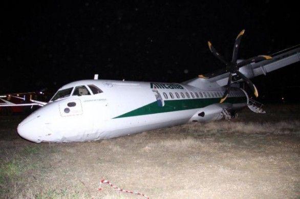 Plane veers off runway at Rome airport