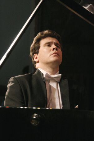Yuri Temirkanov conducts Denis Matusev