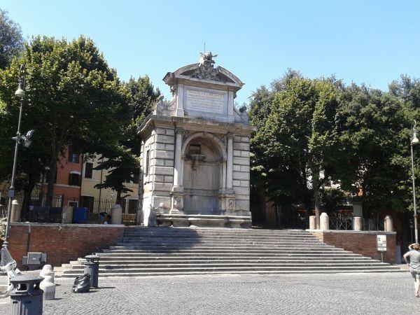 Restoration of Piazza Trilussa fountain