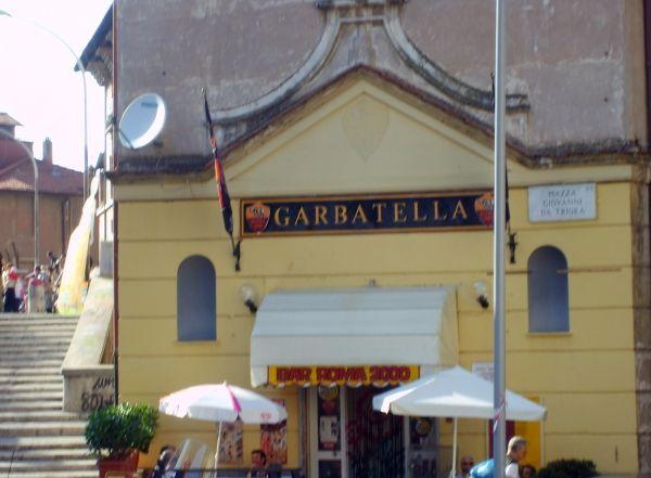 Walking tour with friendsInRome: Garbatella