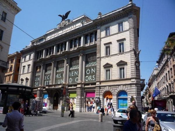 H&M takes over Benetton flagship store in Rome