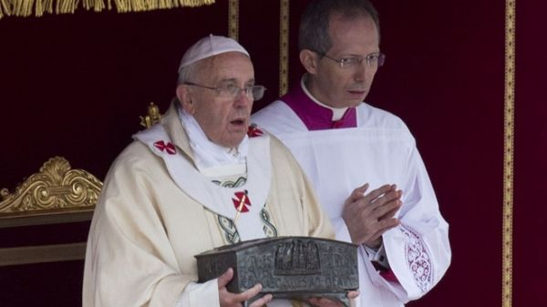 Pope Francis displays St Peter's bones