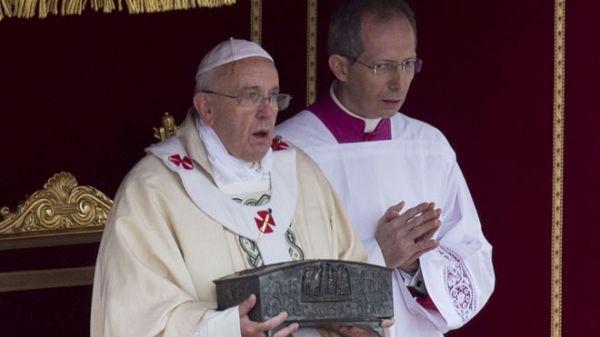 Pope Francis displays St Peter's bones