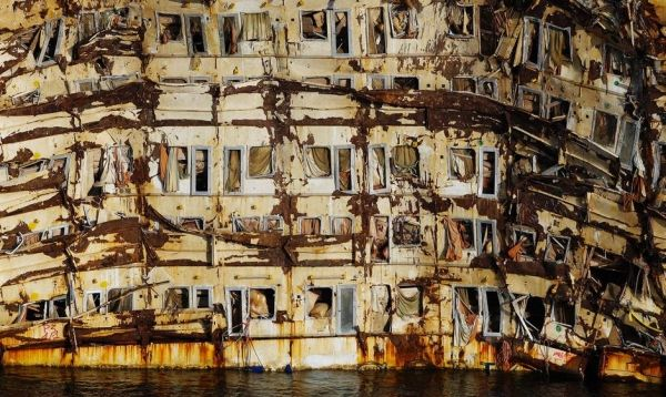 Costa Concordia shipwreck to be moved in June