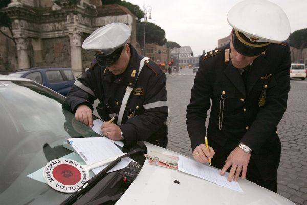 Rome police use Twitter to combat illegal parking