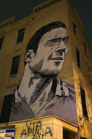 Giant mural of Totti appears in Rome