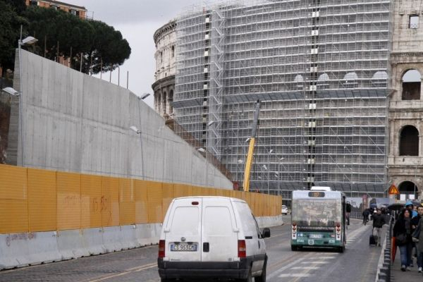 Via dei Fori Imperiali closed to traffic for Easter