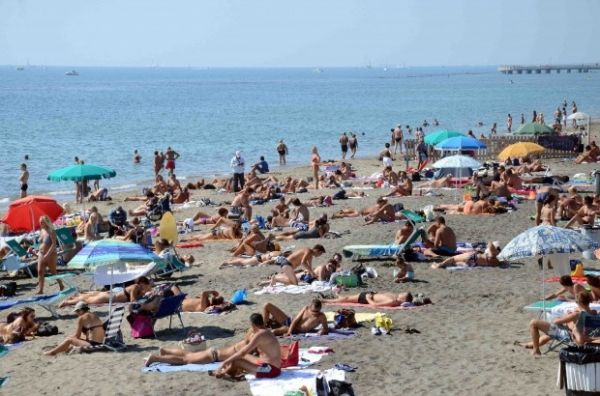 Rome bus service to Ostia beaches