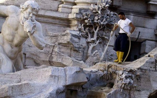 Trevi fountain restoration begins