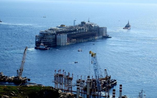 Concordia continues on its final voyage