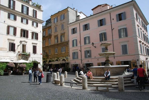 Walking tour of Rione Monti