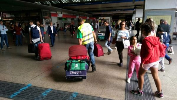 Luggage porters return to Rome's Termini station