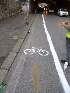 Rome cyclists paint their own cycle track