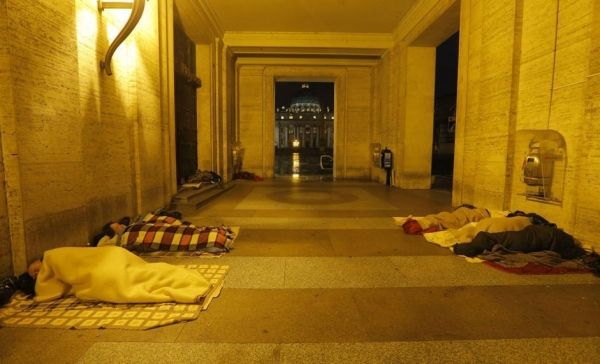 Vatican to install showers for homeless at St Peter's Square
