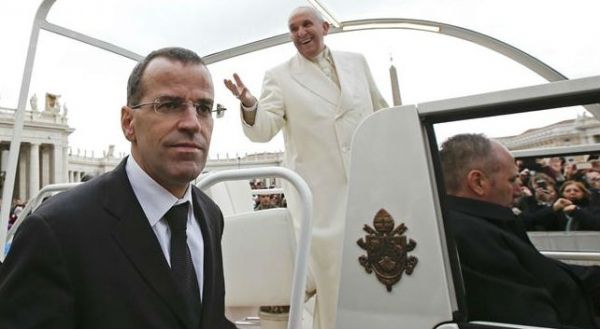 Pope Francis dismisses head of Swiss Guards