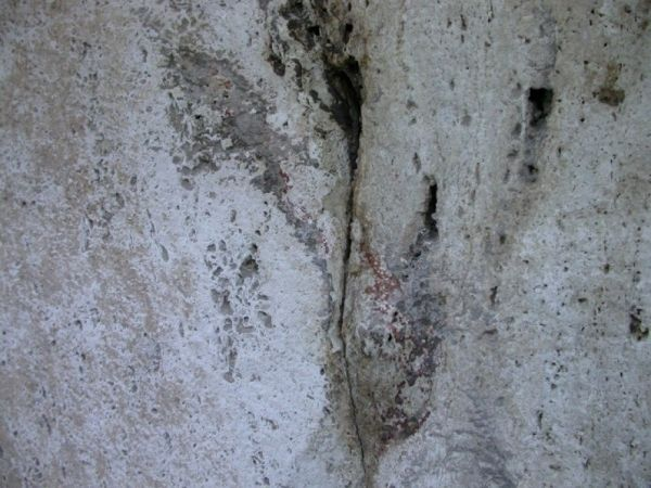 Ancient red numbers discovered on Colosseum