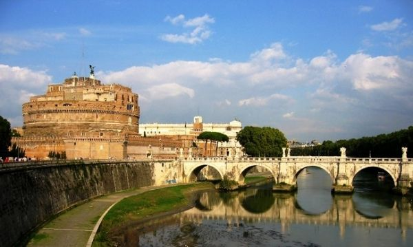 Walking tour: Castel Sant'Angelo and surroundings