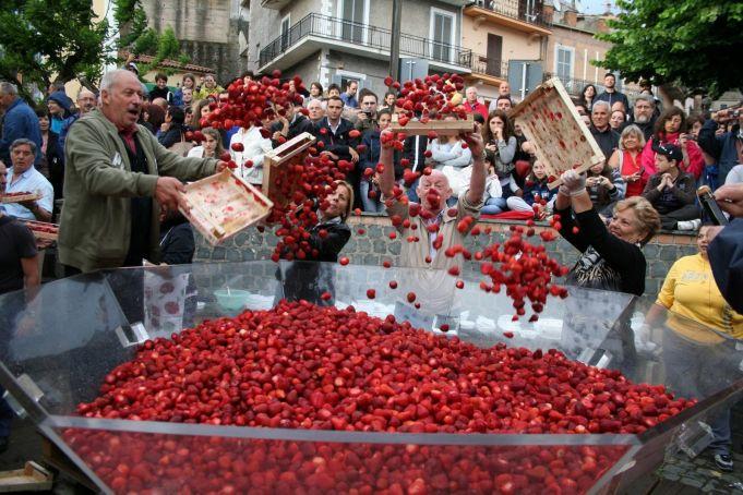 Strawberry festival in Nemi