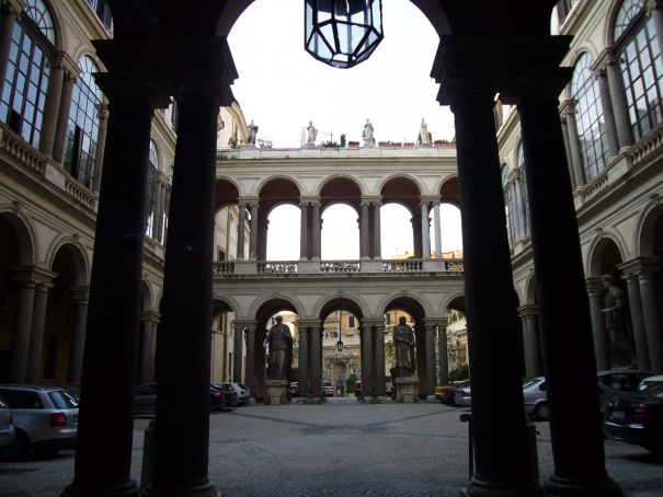 Historic Rome courtyards open to public