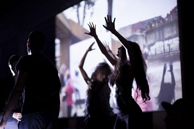 Teatro in Piazza: Strasse T-REX