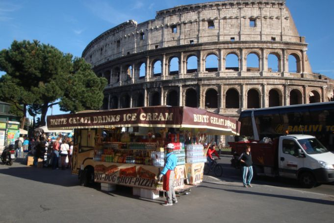 Rome gets go-ahead to move street traders