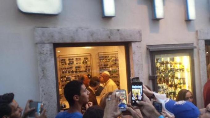 Pope Francis pays surprise visit to opticians on Via del Babuino.
