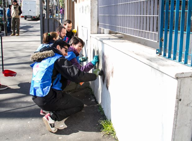 Retake Roma cleans up the city