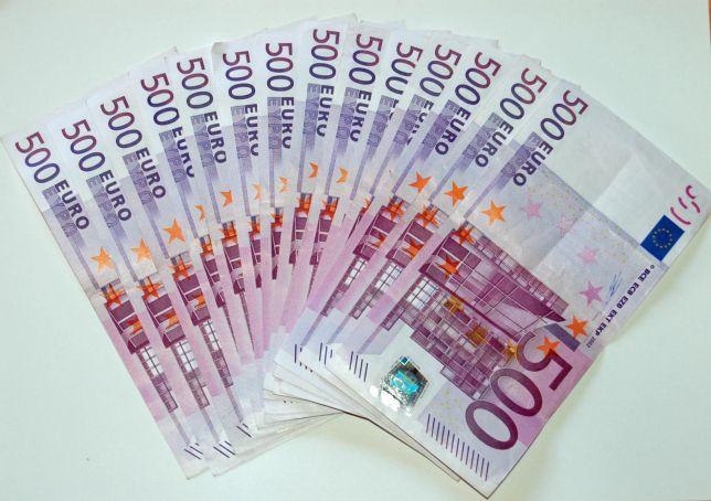 Renzi's government raises ceiling for cash transactions