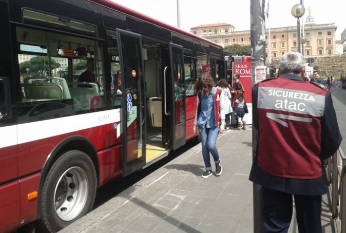 Armed guards for Rome buses