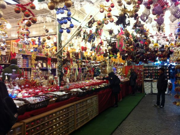Rome cracks down on Piazza Navona Christmas stalls