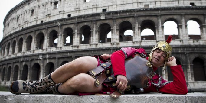 Rome bans fake centurions and guides