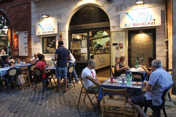 Yesh Shenì kosher fast food in Rome