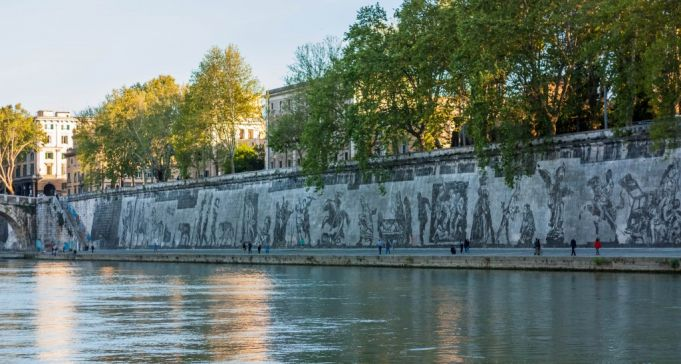 Triumphs and Laments on the embankment walls between Ponte Sisto and Ponte Mazzini.