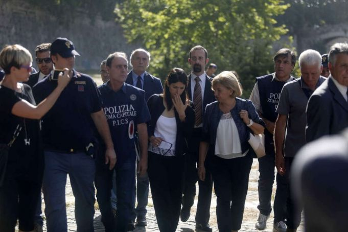 Rome clears campsites from Tiber banks