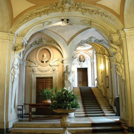 Italy's banks open head offices on 1 October