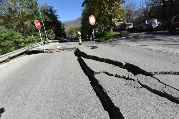 norcia earthquake road