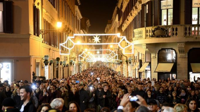 Rome's low-cost Christmas decorations