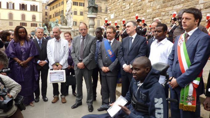 The then mayor of Florence Matteo Renzi conferred Italian citizenship on three Senegalese survivors of a racially-motivated gun attack in 2011.