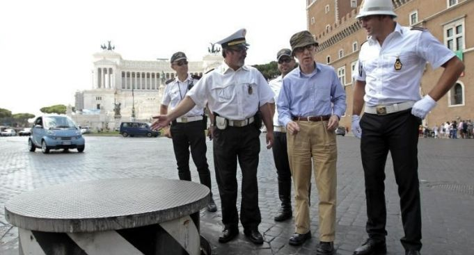 No traffic podium in Piazza Venezia for one year