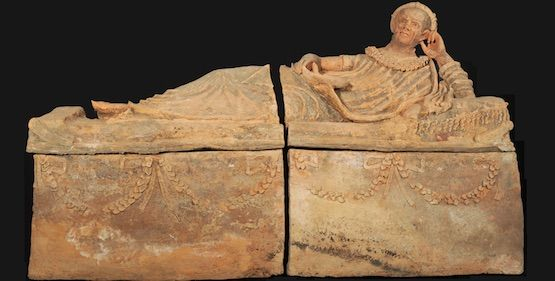 Etruscan_sarcophagus_recovered_in_Ginevra