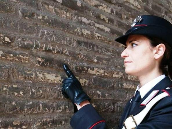 Tourist caught vandalising Colosseum