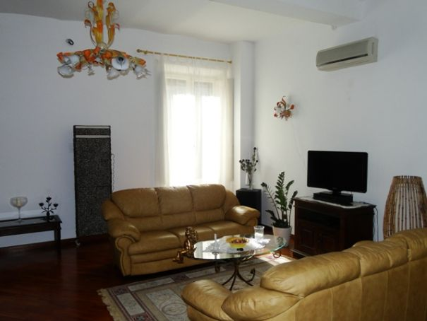 ESQUILINO BEUATIFUL REMODELED 3-BEDROOM FLAT