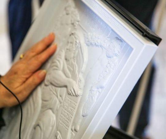 Contatto: Sentire le pitture con le mani